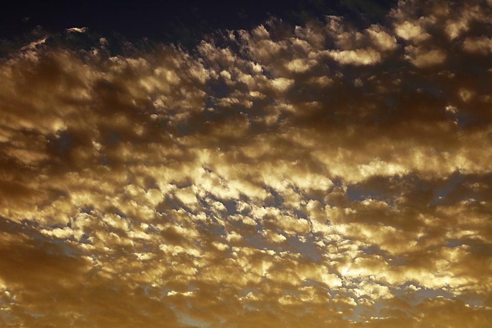 「沈黙は金」な高積雲
