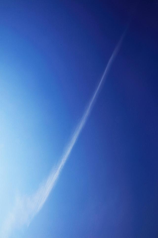 絵筆ですーっとひと刷きしたような雲がある空 ── 俺は「オオッ!」と大声で答えたかった