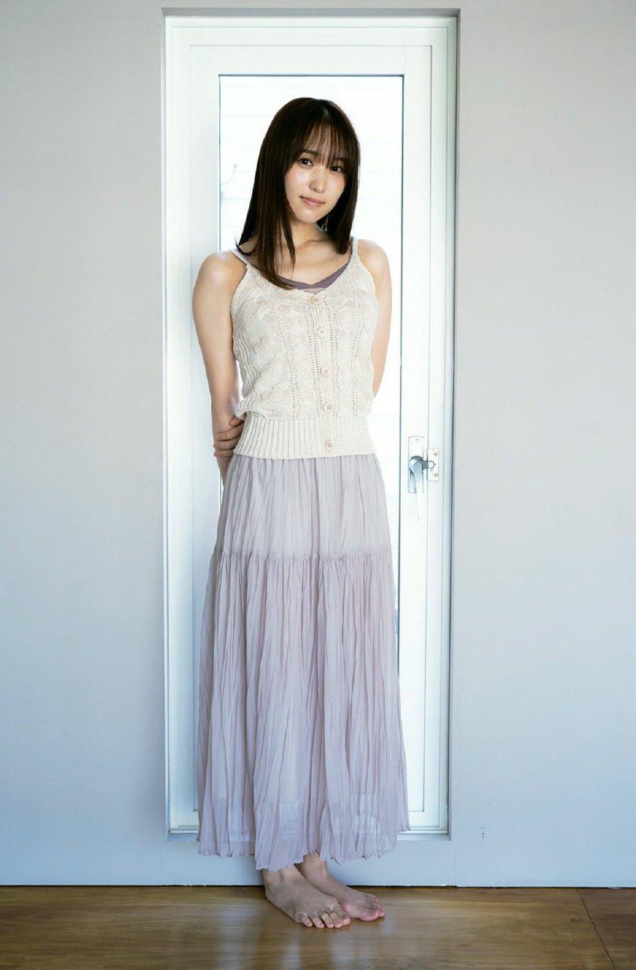 菅井友香 白のキャミソール アイボリーのロングスカート 印刷予定