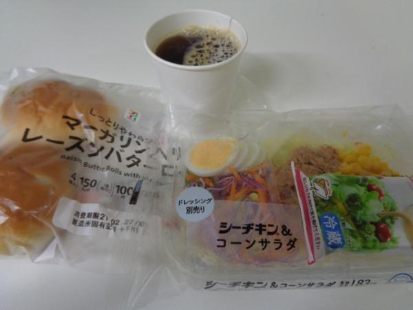 2/26 ローソンシーチキン&コーンサラダ&ロールパン