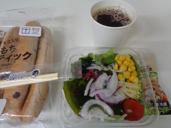 3/29 セブン・10種具材のミックスサラダ&スティック&ゴマドレ