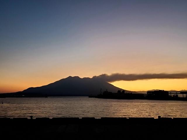 桜島夜明け前11月