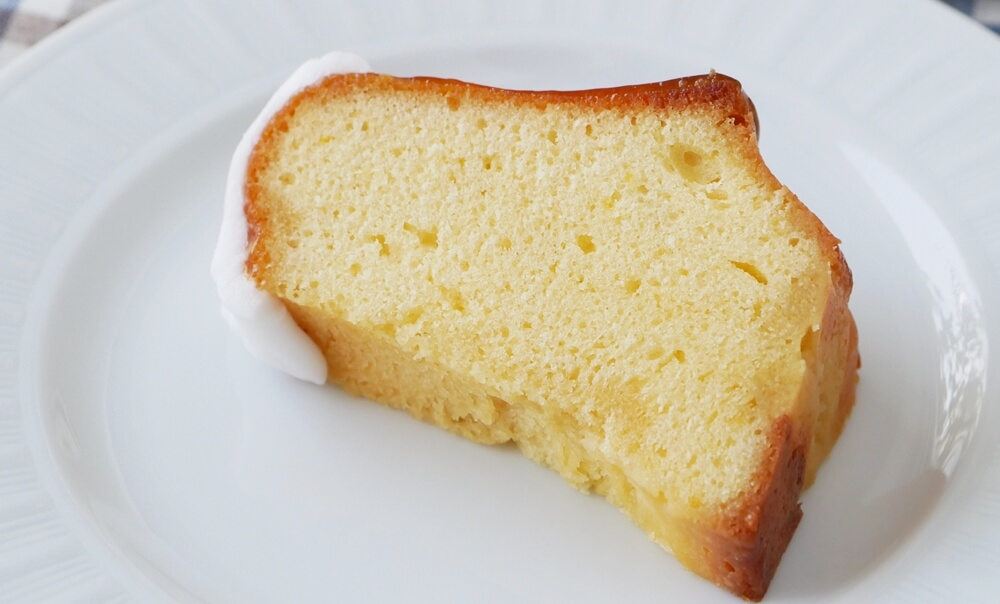 クグロフ型をカットしたレモンケーキ