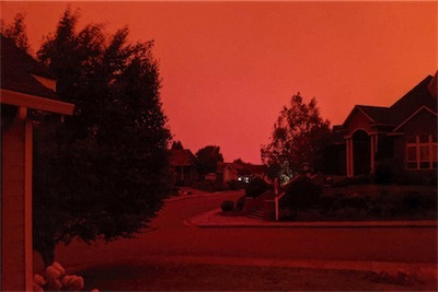 オレゴン州の州都セイラムの「赤い空」(AP)-MZ01sz2