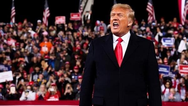 5日、米南部ジョージア州バルドスタで、大統領選後初の大規模支持者集会に姿を見せたトランプ大統領