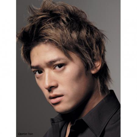 俳優の高岡蒼甫は、Twitterでフジテレビを中心とするマスコミの韓流ブームを次にように非難