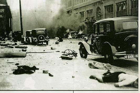 1937年8月、支那軍による上海爆撃により夥しい数の支那人や外国人が殺害された。
