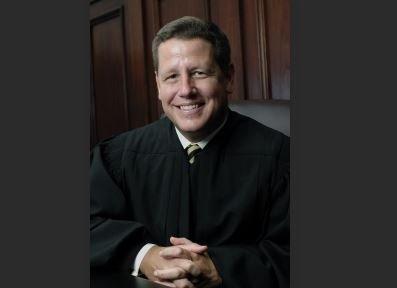 リン・ウッド弁護士:「被告は像のquoを維持するよう命じられます&裁判所のさらなる命令まで、ジ