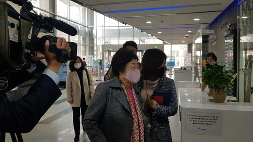 以前李容洙(イ・ヨンス)は16歳の時に連行されたと複数回主張していたが、今度は「幼女だった時に強制連行された」と主張(設定)を変更!