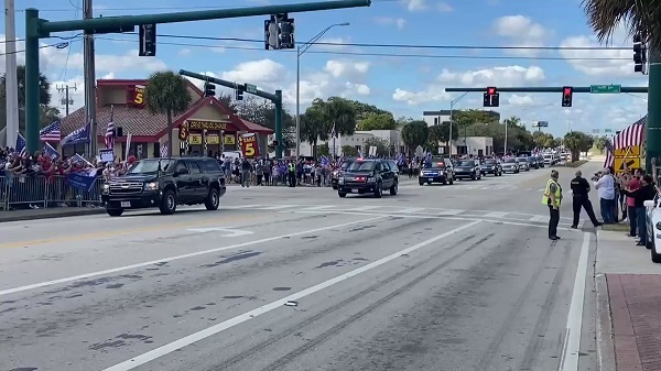 President Trump's motorcade is slowly making its way east on Southern Boulevard to Mar-a-Lago.