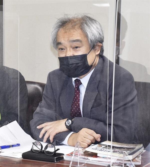 敗訴確定を受け記者会見する植村隆氏=12日午後、東京・霞が関の司法記者クラブ
