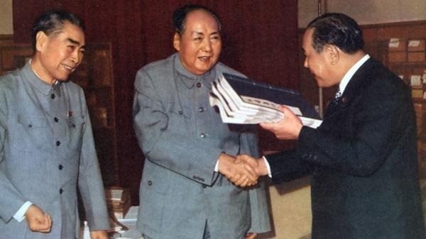 日中国交正常化交渉を行う田中角栄、毛沢東、周恩来