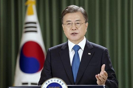 日本との関係改善を図る文大統領だが…(韓国大統領府提供=共同)