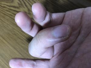Fの時の指の形…