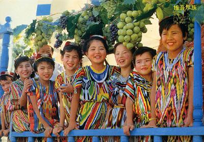 ウイグル族の子どもたち