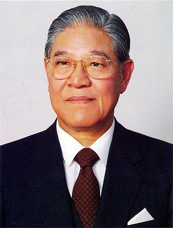 345px-總統李登輝先生玉照_(國民大會實錄)
