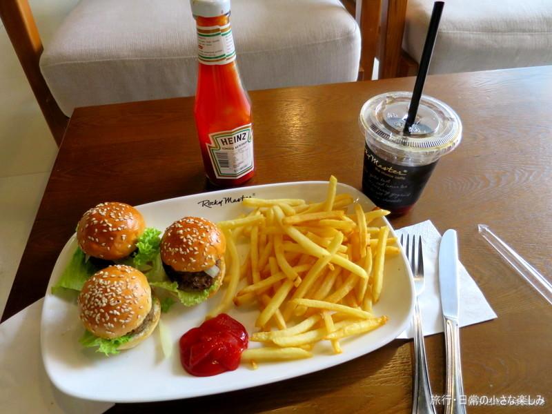オーチャードホテル近く 昼食