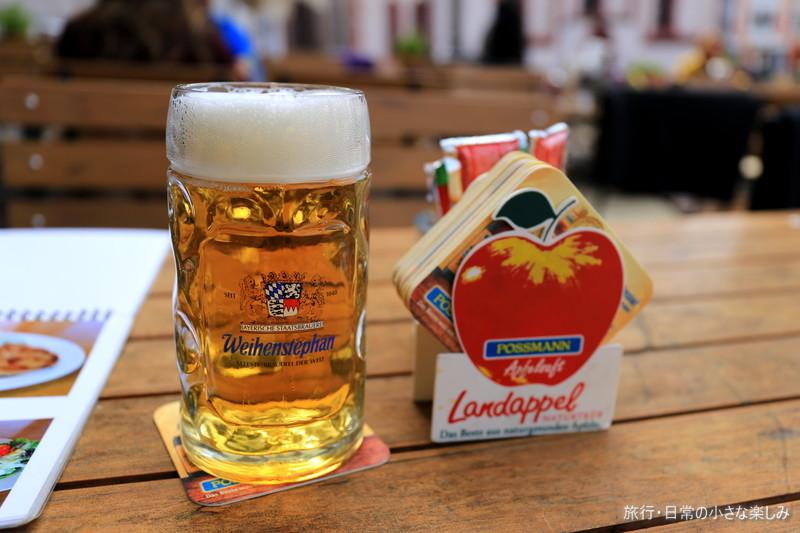 ドイル レーマ広場 昼からビール