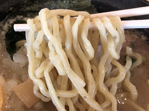 牡蠣ラーメン麺