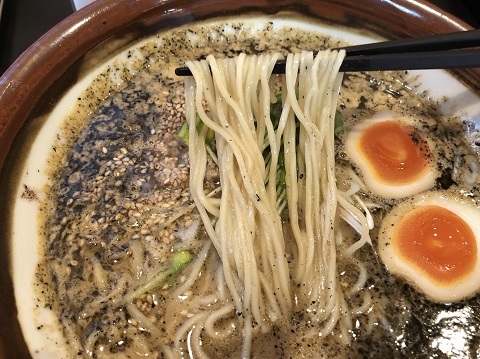 黒胡麻担々麺2