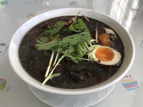 黒担々麺1