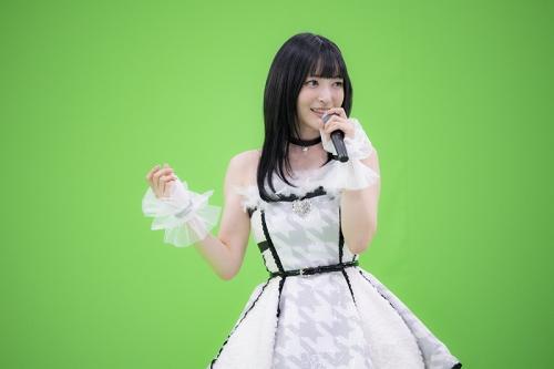 【画像】神田沙也加さん(33)のアイドル衣装ww
