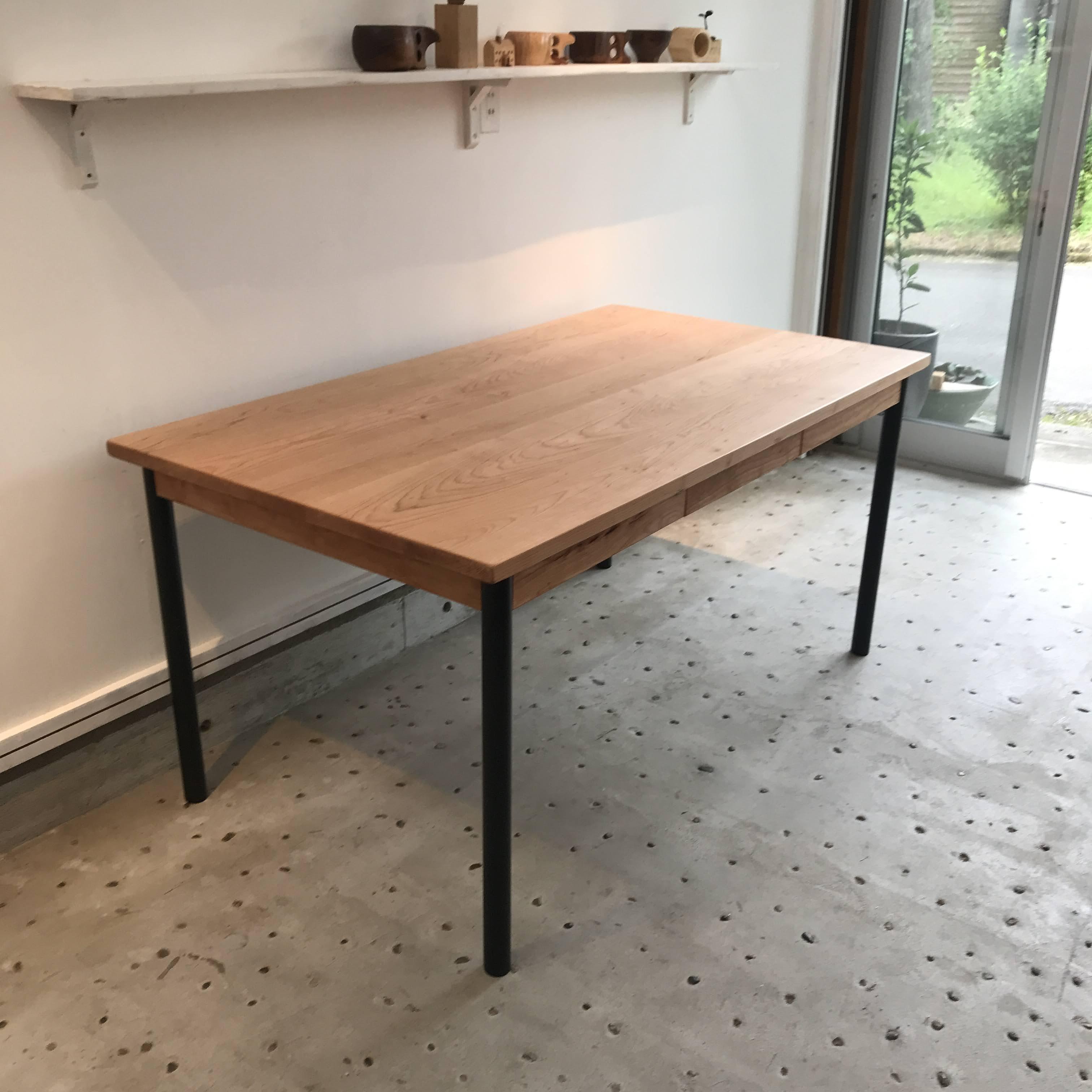 アイアンパイプ脚テーブル