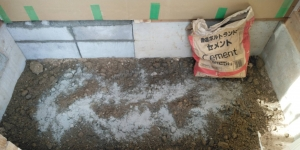 7 玄関框下CB積み(菱池S様邸大型リフォーム工事(梁補強・床貼))