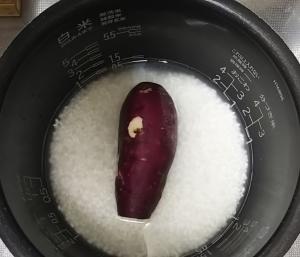 さつまいも丸ごと炊き込みご飯1