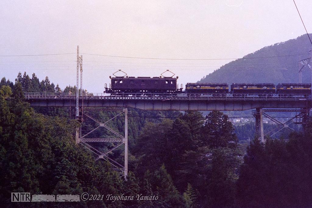1982[N0-01-12]軍畑