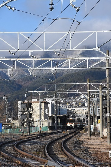 2020年3月15日撮影 辰野線 辰野駅にて313系と213系の並び