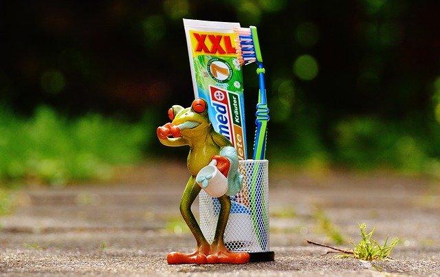 toothpaste-1446156_640.jpg