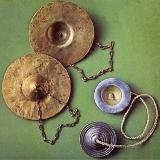 アテネ市の古代ギリシャの民族楽器博物館収蔵のミニ・シンバル