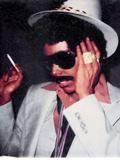 黒人男性に装したジョニ・ミッチェル