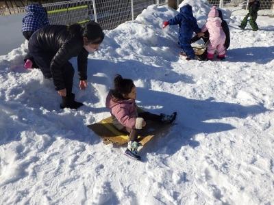 雪遊び うさぎ2