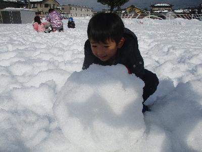 2きりん 雪遊び