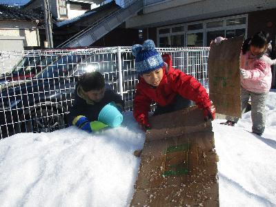 きりん 雪遊び