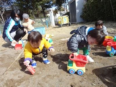 ひよこ組 砂遊び1