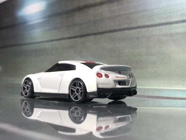 HW 17 NISSAN GT-R (R35) 2020MODEL 50th ANNIVERSARY VERSION (2)