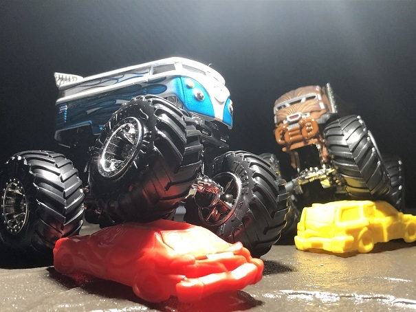 HW MONSTER TRUCKS VW Drag Bus (2)