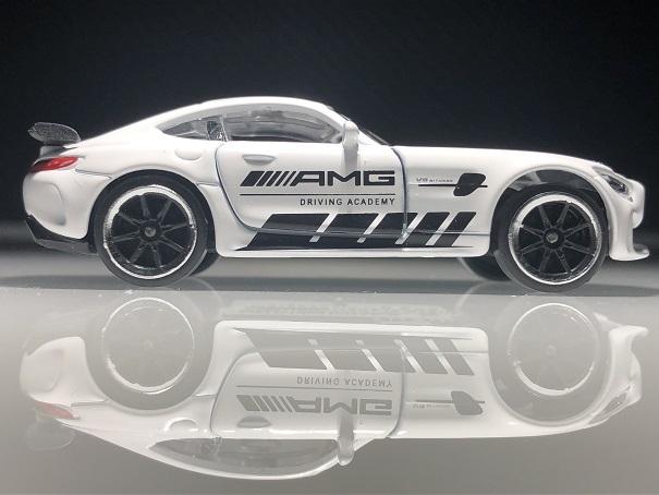 MERCEDES-AMG GTR (2)