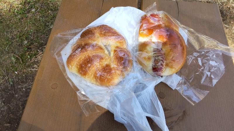 道の駅明治の森・黒磯パンを食べる202104
