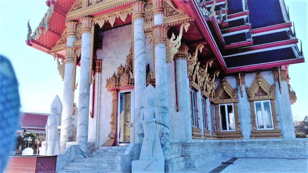 ワットパクナム(千葉県成田市)タイのお寺本殿写真右手前より撮影