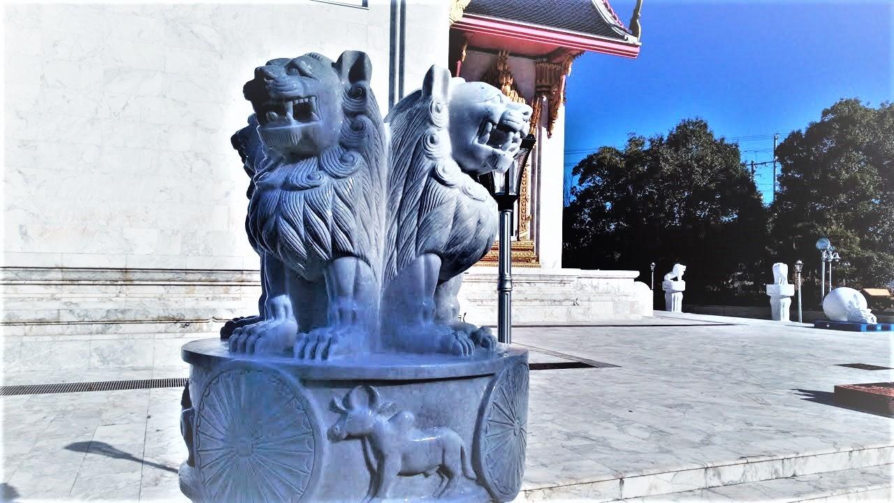 ワットパクナム(千葉県成田市)タイのお寺の本殿のシンハー獅子像