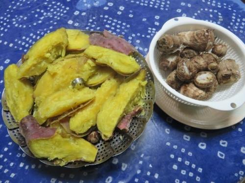 ご近所さんに頂きました、サツマイモ&里芋♪圧力なべで柔らかく蒸しました♪2020.11.17