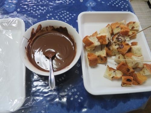 レーズンデニッシュでチョコフォンデュ♪美味しいんだぁなあ~コレが~♪2020.11.20