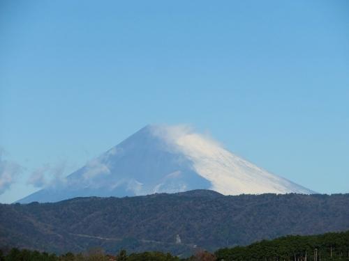 今朝の富士山♪あらまあ~右斜面だけ真っ白でした~\(^o^)/2020.12.15