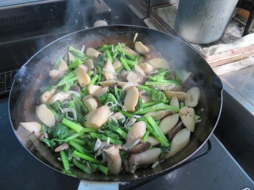 エリンギ、カブの葉、縮緬ジャコのニンニクバター炒め♪2021.01.29
