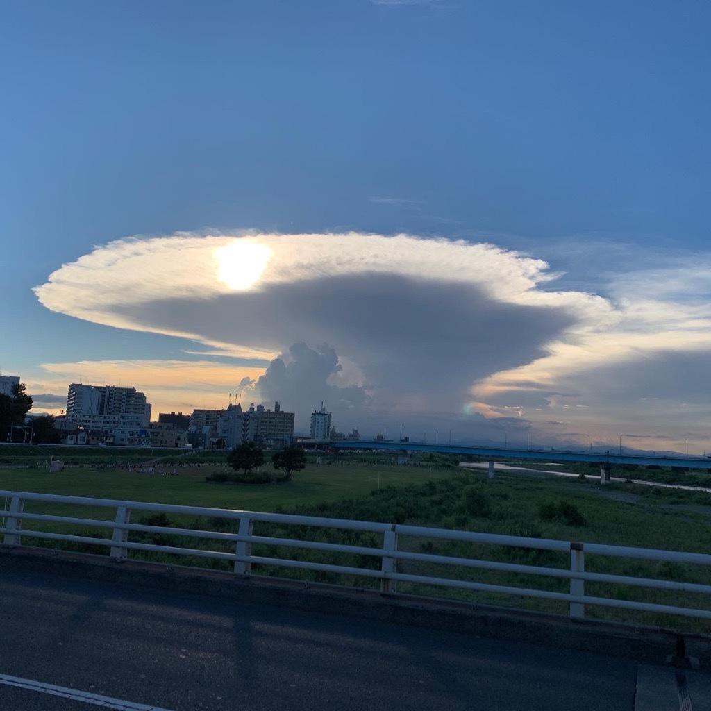 大きな雲0860E9F0-