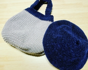 ラウンドバッグとベレー帽①